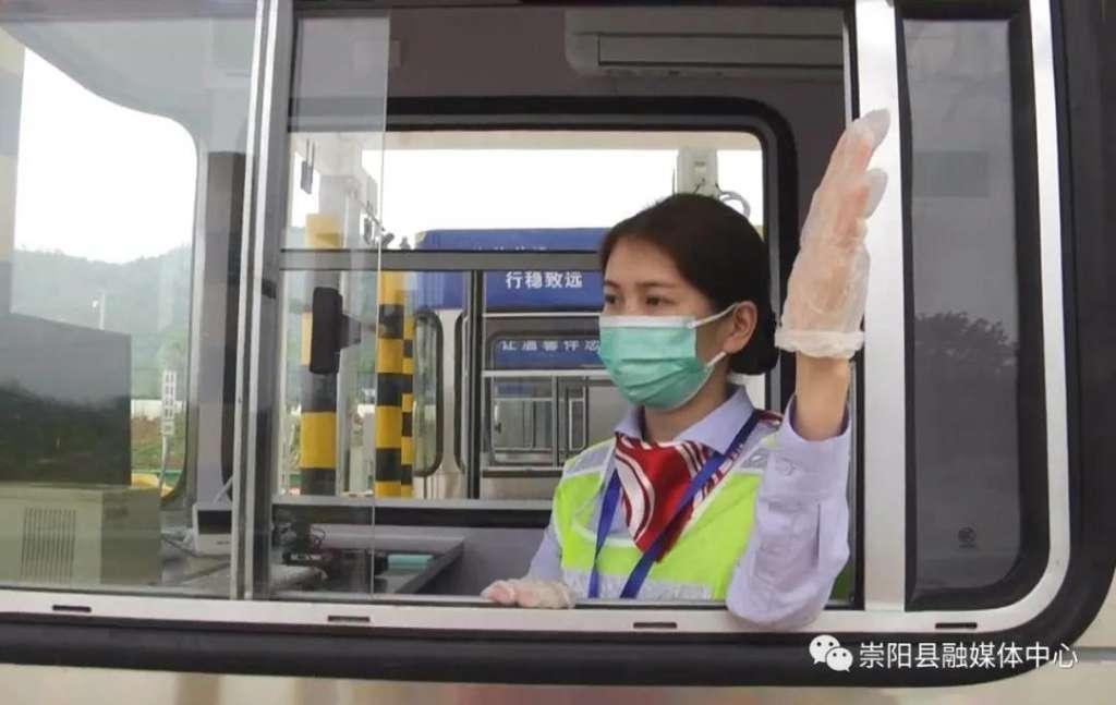 武深高速崇阳西收费站正式开通运营!