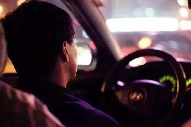 """""""情系广大的哥、关爱的哥健康""""---崇阳颐和医院出租车司机爱心驿站公益活动"""