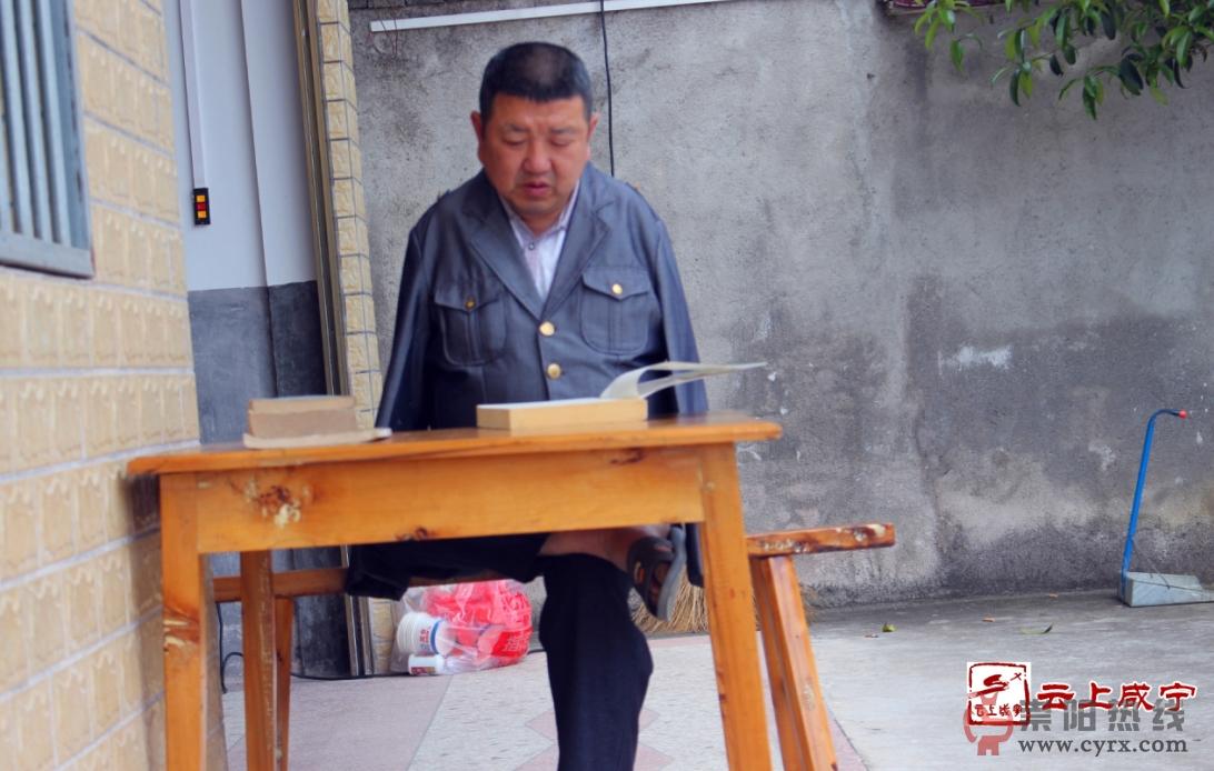 """崇阳无臂农民刘细谷被评为全国 """"乡村阅读榜样"""""""