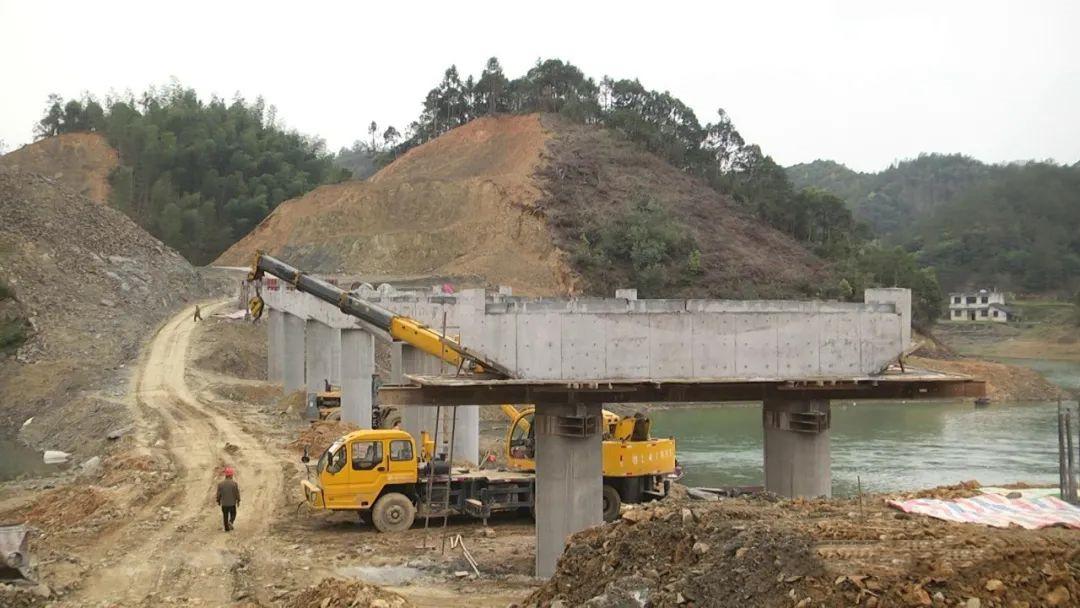 崇阳高枧乡沈家大桥加紧施工,确保汛期前完成桥梁主体工程